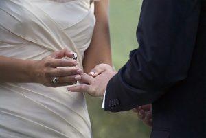 wedding-1368421_640
