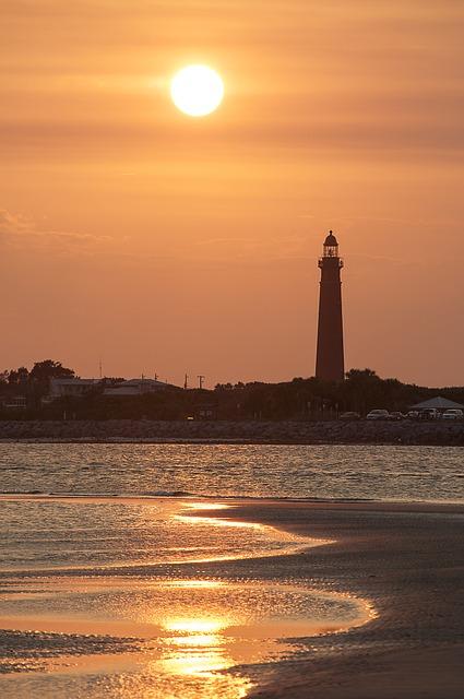 lighthouse-985391_640